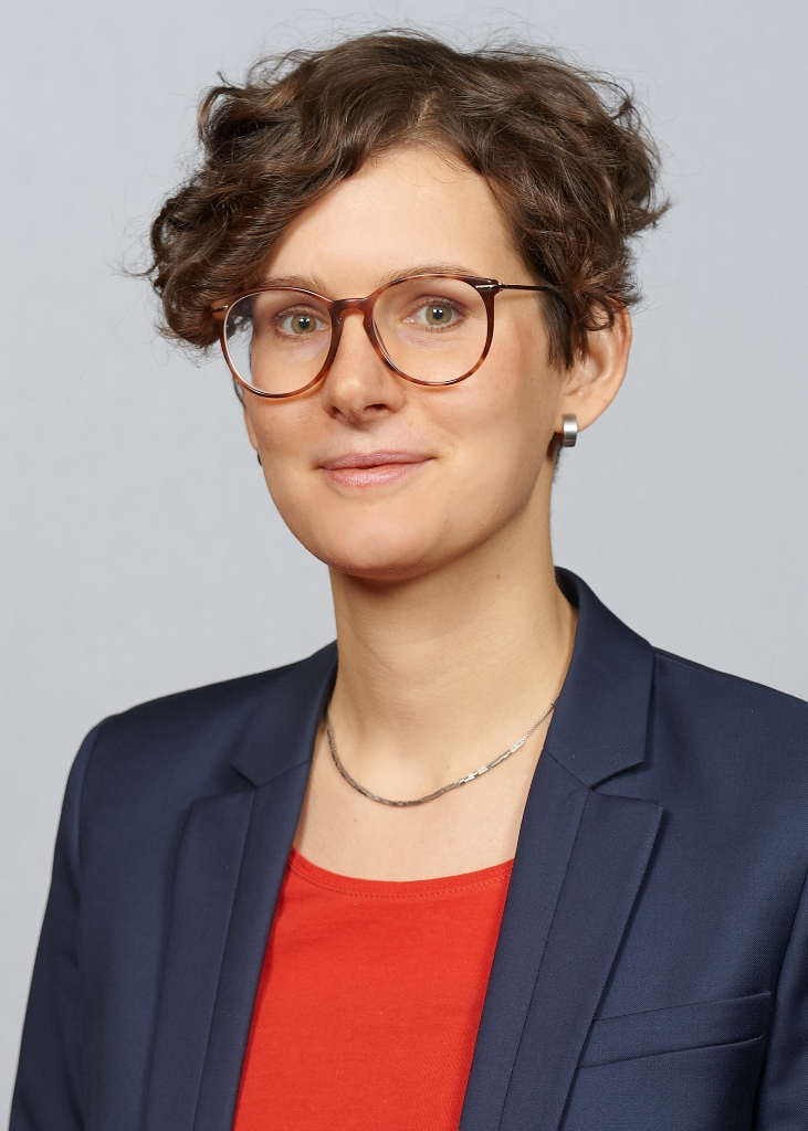 Julia Droege-Knaup - Pressesprecherin