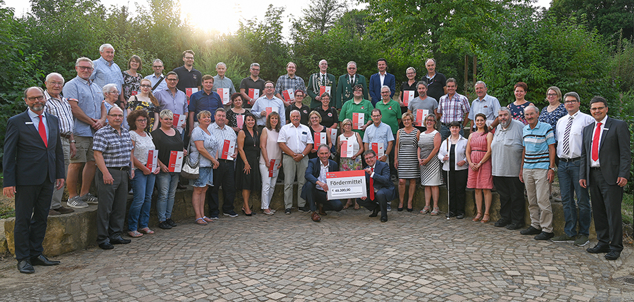 Pressefoto-Fördermittelübergabe-Limburg-Weilburg.jpg (29.08.2019 09:58)
