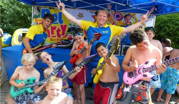 """Pool-Party im Schwimmbad """"De Bütt"""" in Willich"""